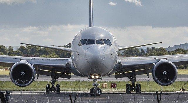 letadlo na runway
