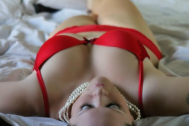 sexy červené prádlo