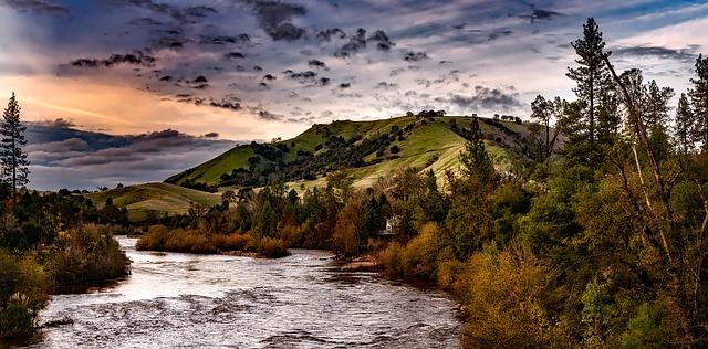 krajina s řekou.jpg