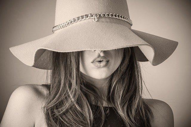 naražený klobouk